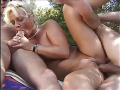 Slut does a double penetration in the outdoors tubes