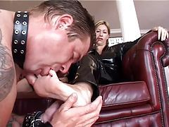 He licks the feet of the latex woman tubes
