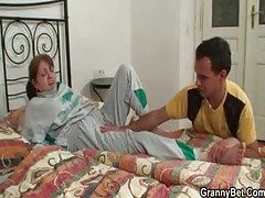 Injured mature sucks man that brings her home tubes