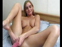 She does a dildo DP and she cums tubes