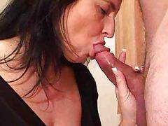 Teasing girl gives a nice close up blowjob tubes