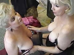 Two granny sluts hooking up tubes