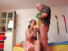 Old dude gets handjob from pigtailed teen tubes