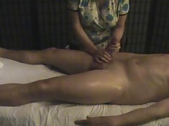 Big dick dude gets handjob from masseuse tubes