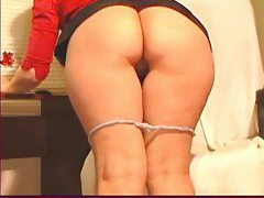 She shows her big ass on webcam tubes