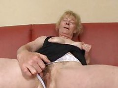 Masturbating mature finds a man to fuck her tube