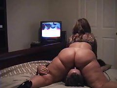 She sits on his face and watchs TV tubes