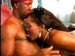 Black slut excites him with her mouth tubes