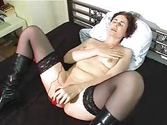 Big red toy vibrating her milf pussy tubes