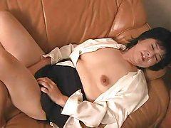 Japanese mature masturbating her pussy tubes