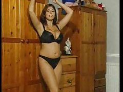 Busty seductress solo dancing and posing tubes