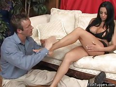 He worships her feet and gets a footjob tubes