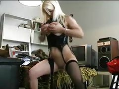 Chick has a long toy for amateur pussy tubes