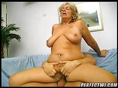 Old slut taking the cock deep tubes
