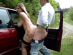Hot chick takes a creampie on the side of the road tubes