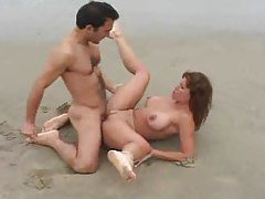 Naked babe and her man fucking on the beach tubes