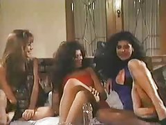 Three lesbians from the 80s play in scene tube