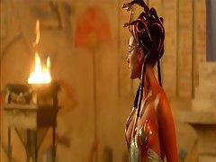 Monica Bellucci - Asterix & Obelix tubes