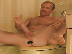 Daddy Jessee Jerking His Long Cock tubes