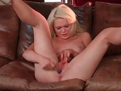 Blonde is wildly toy fucking her pussy tubes