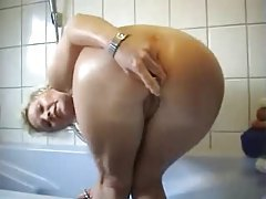 Mature amateur showers and toys pussy tubes