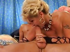 Horny mature in her lingerie has sex tubes