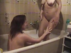 Erotic foreplay with amateurs in bathtub tubes