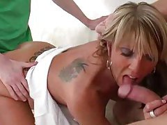Milf sucks two dicks at once tubes