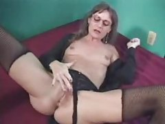 Mature puts on a show with her pussy muscles tubes