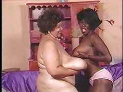 Black mature with huge tits has lesbian sex tubes