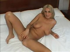Curvy girl plays with the pussy in a hotel room tubes