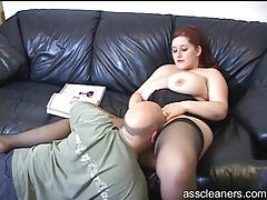BBW reads a magazine and gets rimmed tubes