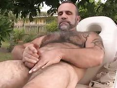 Bearish Daddy Blows His Load tubes