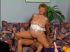Chubby mature slut sucks and fucks young dick tubes