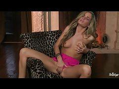 Sexy pornstar Prinzzess masturbates in pink panties tubes