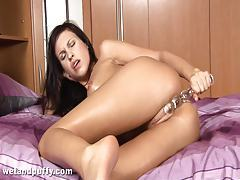 Athletic Girl Gives Her Pussy A Workout tubes