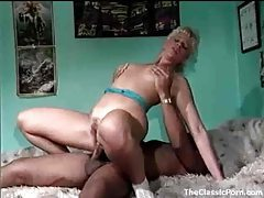 Big black cock inside a hairy blonde pussy tubes