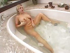 Masturbating milf hottie fingers in bathtub tubes
