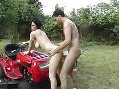 Anal hardcore with slut on a riding mower tubes