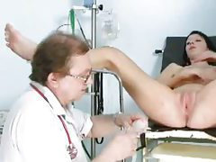 Gynecologist slips speculum into her pussy tubes