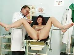 Speculum is sexy in her mature cunt tubes