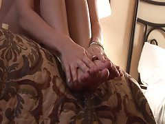 Cute amateur rubs her sexy little feet tubes
