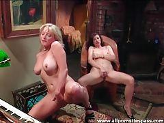 Luscious women masturbate together tubes