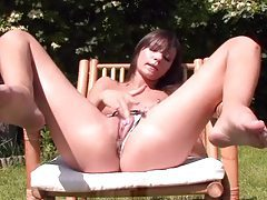 Daring babe rubs her wet pussy outdoors tubes