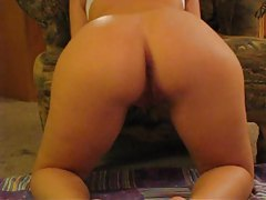 Curvaceous babe with gorgeous ass loves to tease tubes