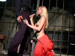 Prison guard blown by gorgeous blonde tubes