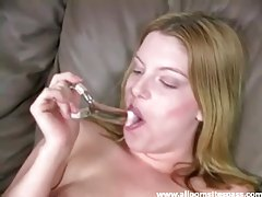 Amateur with a glass dildo fucks solo tubes