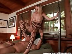Babe teases him with cunt over his face tubes