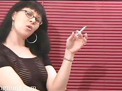 Tasty tease knows how to smoke sexy tubes