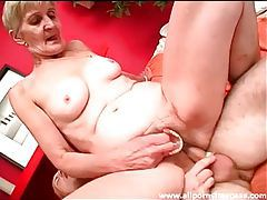 Granny with dentures out takes dick in cunt tubes